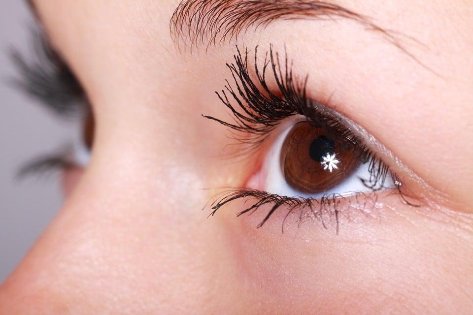 Comment blanchir le blanc des yeux?